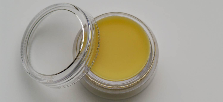 Duftbalsame mit Wachsen und ätherischen Ölen