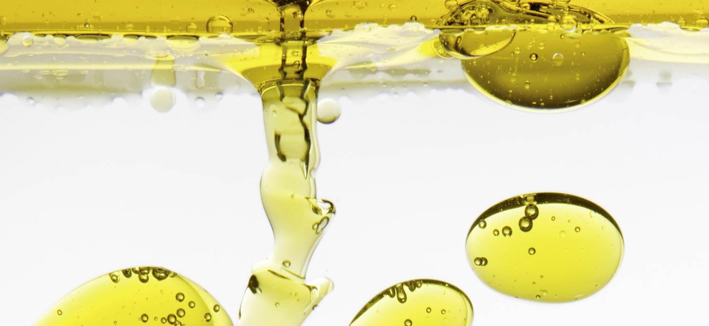 Öltropfen in Wasser