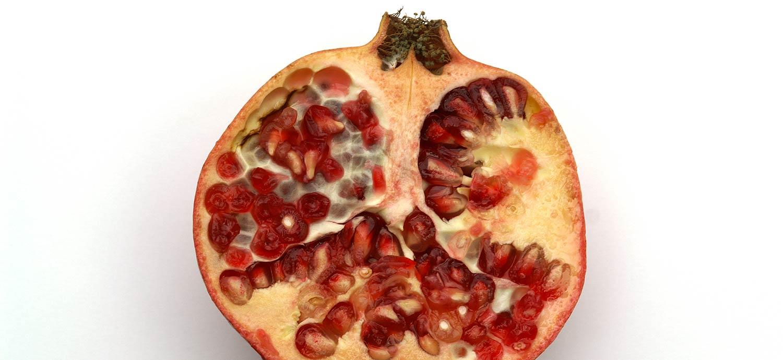Granatapfelfrucht, aufgeschnitten