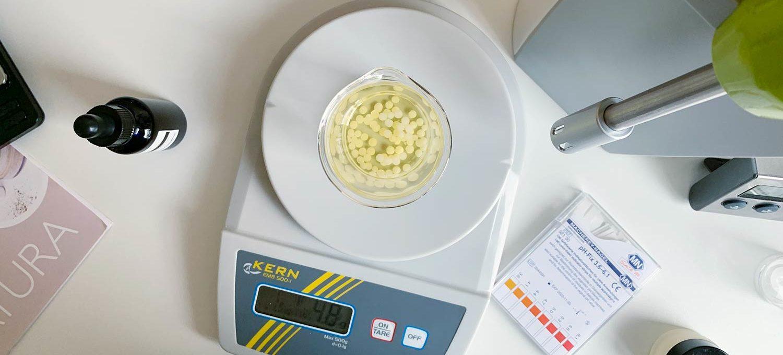 Emulgator berechnen und ins Becherglas einwiegen