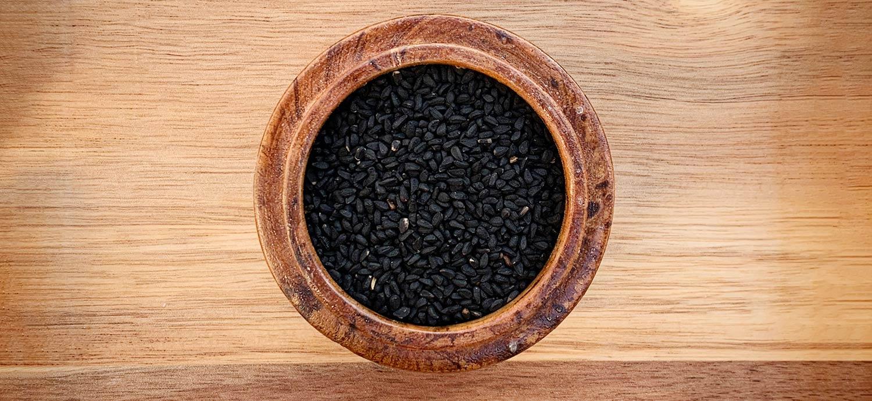Schwarzkuemmelsamen, aus denen Schwarzkuemmeloel gepresst wird