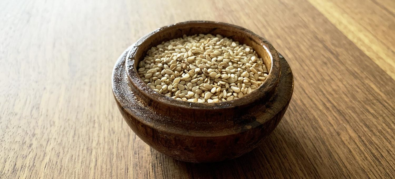 Sesamkörner, aus denen Sesamöl gepresst wird